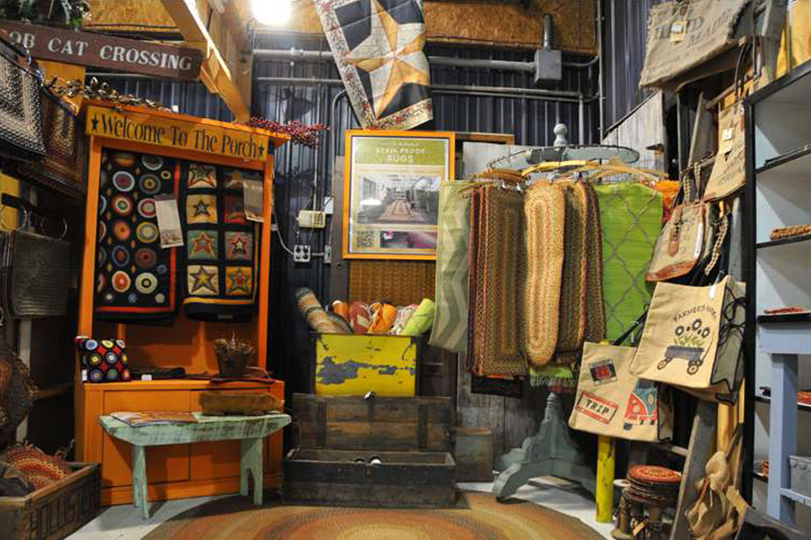 store selling primitive decor products